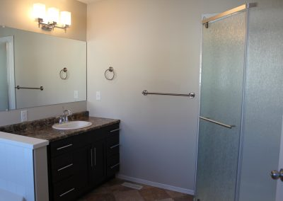 12 261 Ensuite Shower